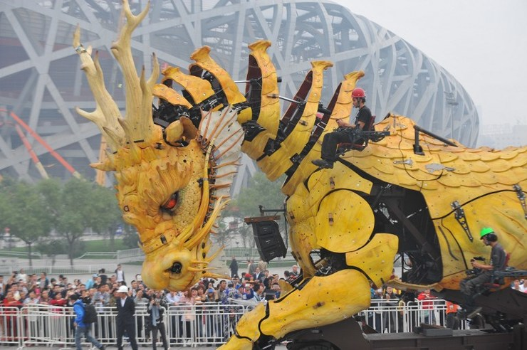 "Actors rehearse with the French mechanical installation ""LongMa"", which means a fine horse in the shape of a dragon, during a press conference at the center of the Olympic Green in Beijing on October 10, 2014. The French mechanical ""LongMa"" performance will be presented at the center of the Olympic Green in Beijing to mark the 50th anniversary of the establishment of diplomatic relations between China and France.   AFP PHOTO / MANDY WANG"